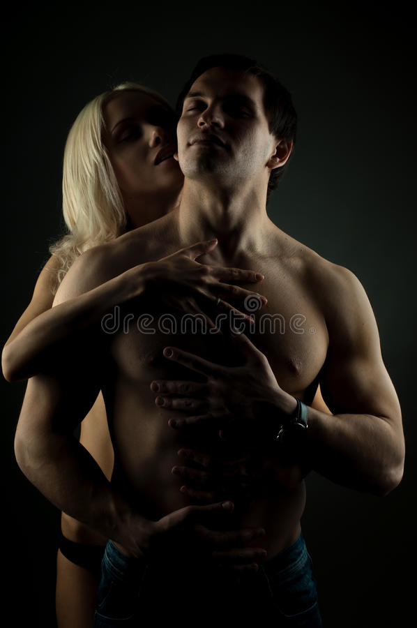Reizvolle Paare lizenzfreie stockbilder