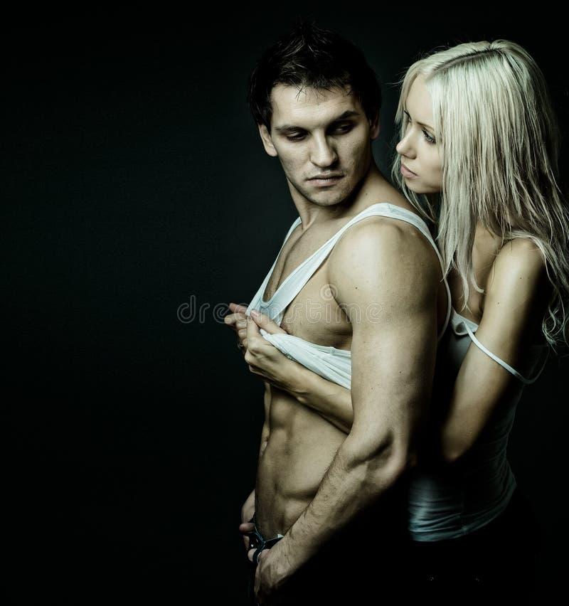 Reizvolle Paare lizenzfreie stockfotos