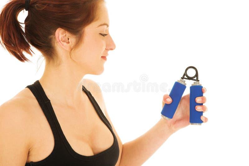 Reizvolle Redheadfrau in der Gymnastik lizenzfreie stockbilder