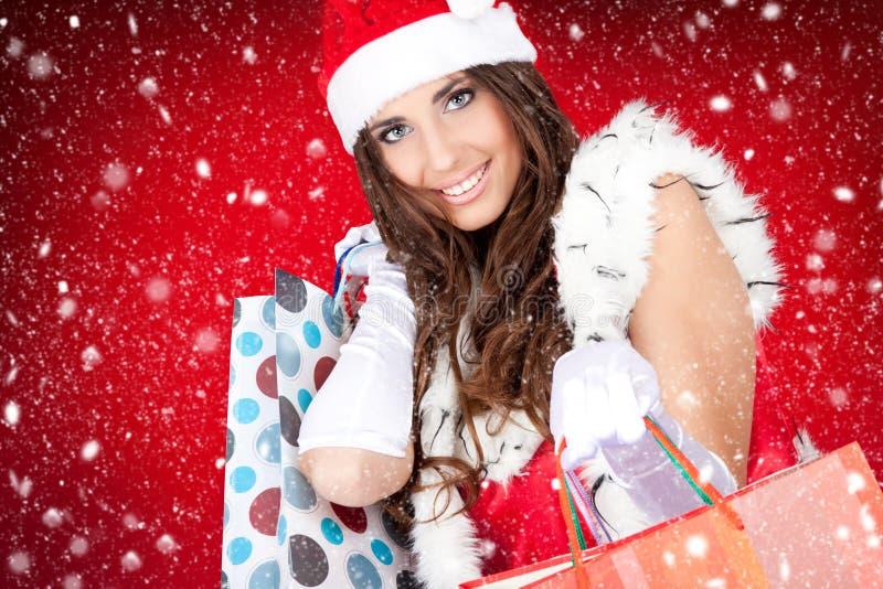 Reizvolle Sankt-Frau mit Einkaufenbeuteln stockbild