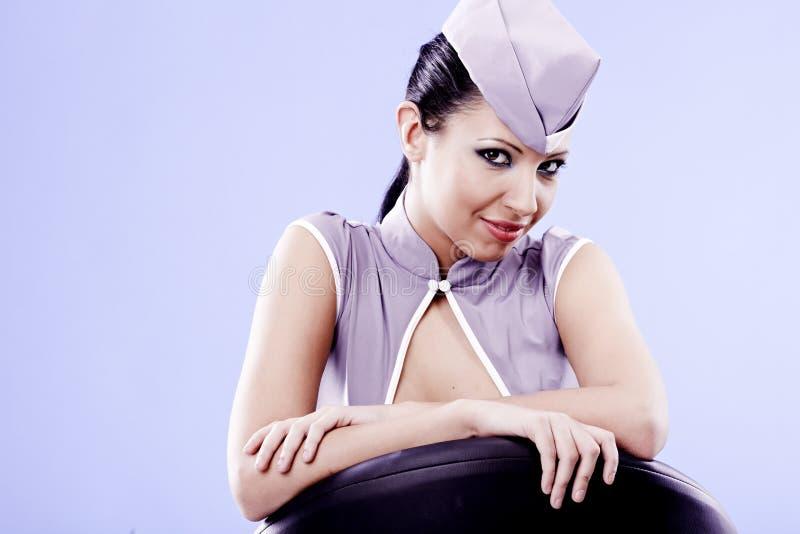 Reizvolle Stewardessfrau stockfotos