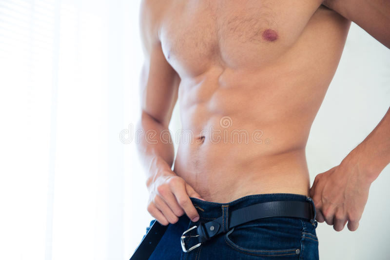 Reizvoller männlicher Torso stockfotos