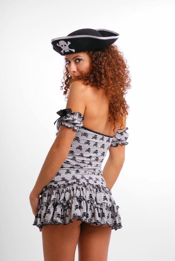 Reizvoller Pirat im sehr kurzen Kleid lizenzfreie stockfotografie