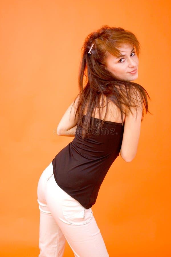 Reizvoller Redhead-flüchtiger Blick lizenzfreie stockfotografie