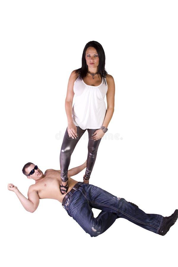 Reizvolles Bild einer Frau, die über Mann vorherrsch lizenzfreie stockfotografie