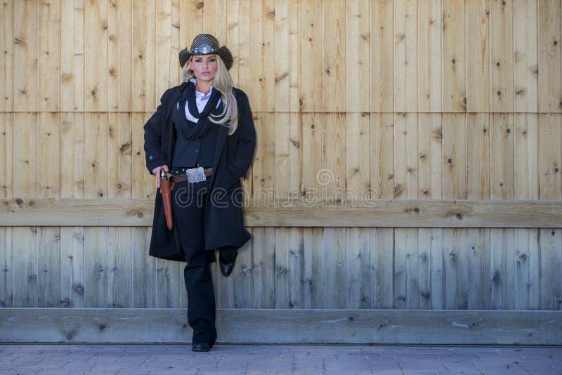 Reizvolles blondes Cowgirl stockfotos