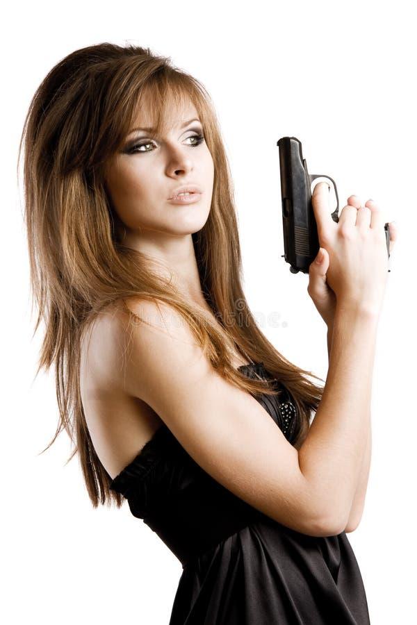 Reizvolles Mädchen mit einer Gewehr stockfotografie