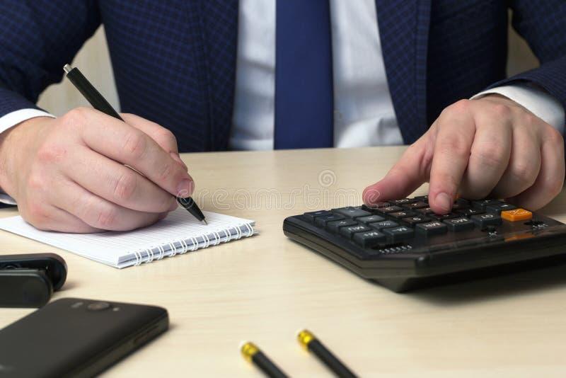 Rejestr rękojeścią obliczenie na i plan biznesowy zdjęcie stock