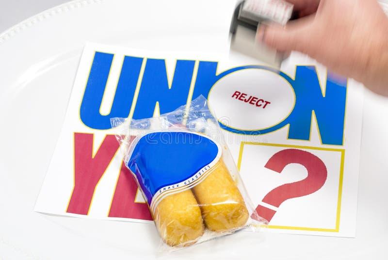 Rejetez l'estampille sur un signe des syndicats avec Twinkies photos stock