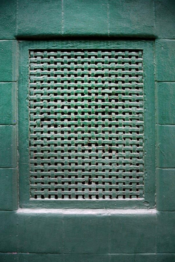 Rejilla de la aireación en la pared verde fotografía de archivo libre de regalías