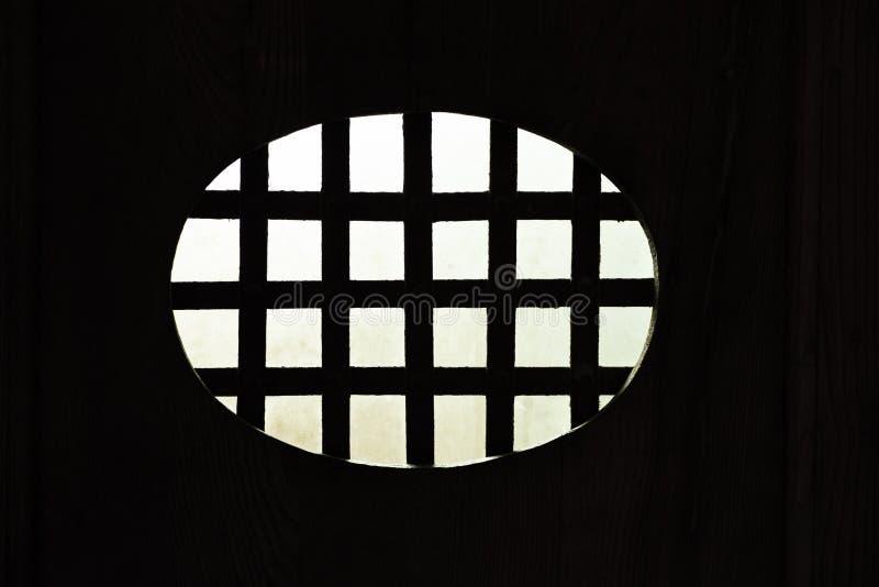 Rejilla del metal de la oscuridad imagenes de archivo