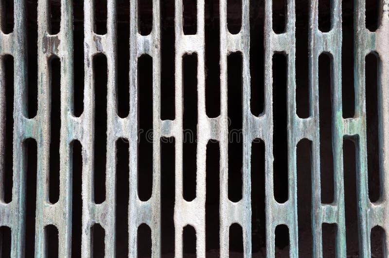 Rejilla oxidada del metal del Grunge Capítulo con una pátina noble imágenes de archivo libres de regalías