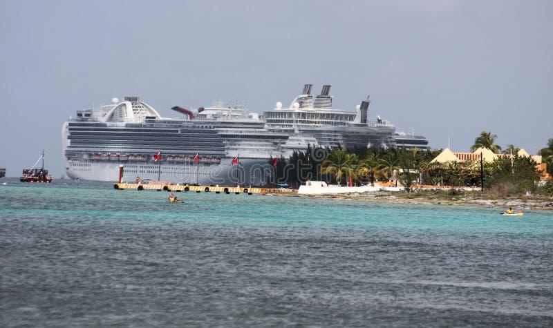 Download Rejsu oazy morzy statek zdjęcie stock editorial. Obraz złożonej z nautyczny - 23063993