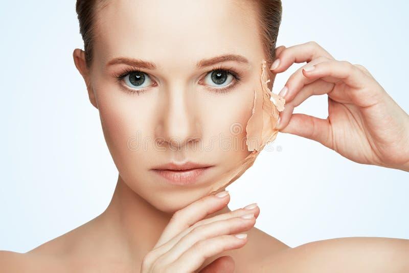Rejuvenescimento do conceito da beleza, renovação, cuidados com a pele, problemas de pele fotos de stock