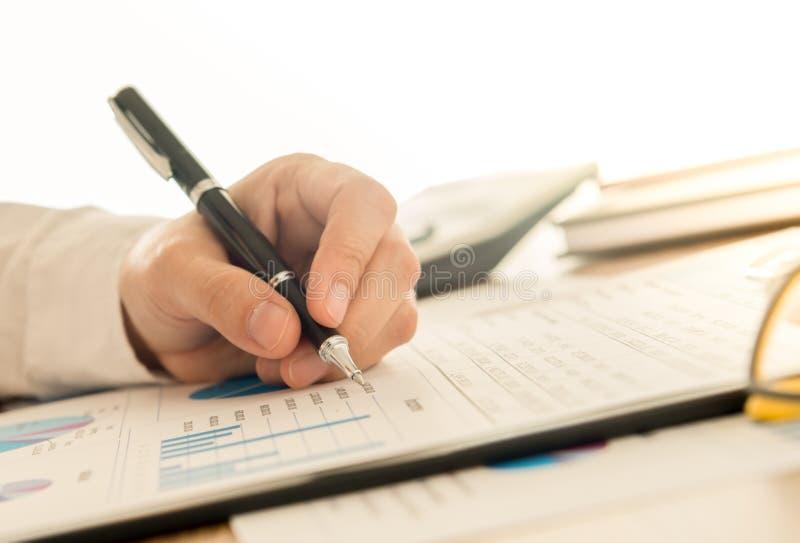 rekening en financieel stock afbeeldingen