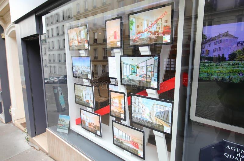 Reklam för fastigheter Montmartre Paris Frankrike royaltyfria bilder