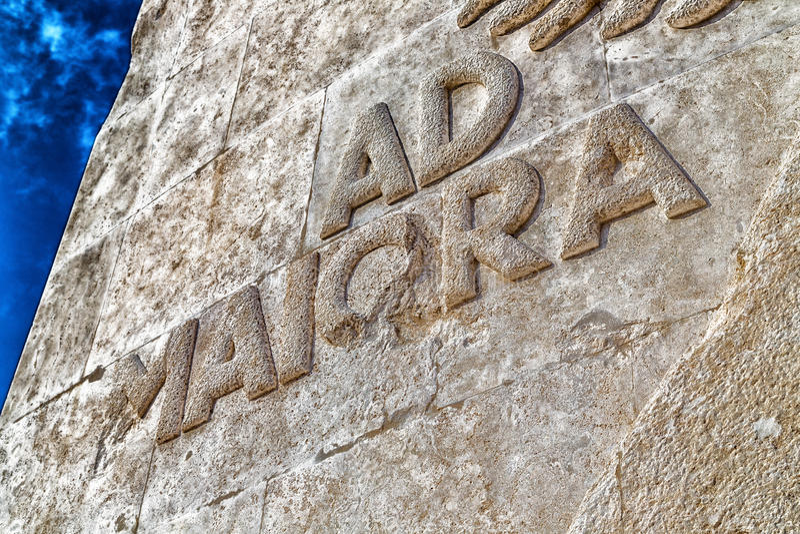 Reklama Maiora, łaciński zdanie set w kamieniu obraz stock