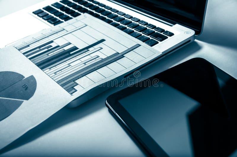 Reklamowy Handlowy Promocyjny Cyfrowego Marketingowy pojęcie Udoskonalające statystyki zdjęcie stock