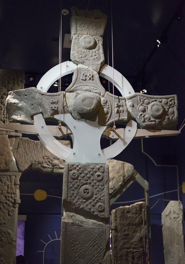 Rekonstruerat keltiskt kors - lodlinje arkivbilder