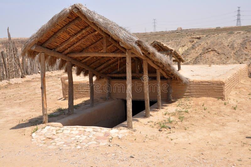 Rekonstruktion des neolithischen Hauses lizenzfreies stockfoto