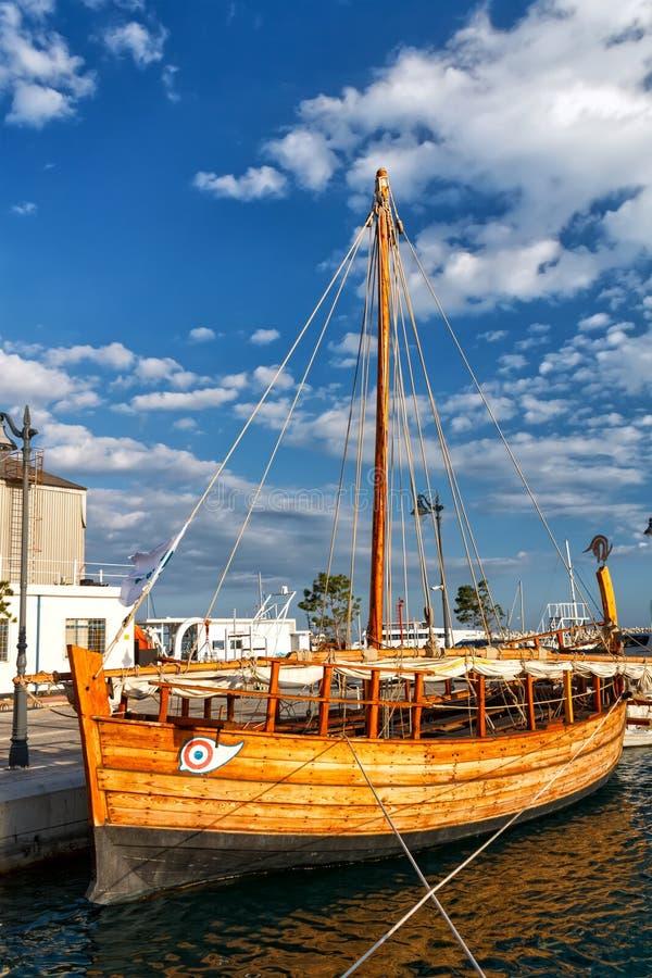 Rekonstruktion von Kyrenia-Schiff in Limassol, Zypern lizenzfreies stockbild