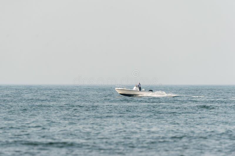 Rekreacyjny rybak z Agrestowej szyi zdjęcia stock