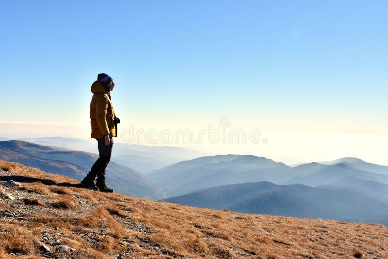 Rekreation i nationalparken Bucegi av Carpathians berg, Rumänien royaltyfria foton