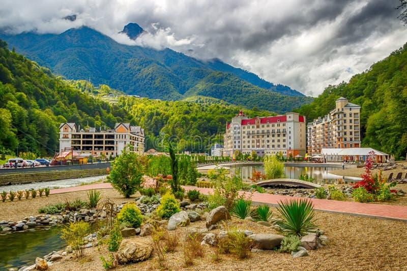 Rekreationsområde Krasnaya Pol för Rosa Khutor Caucasus semesterortstrand royaltyfri fotografi