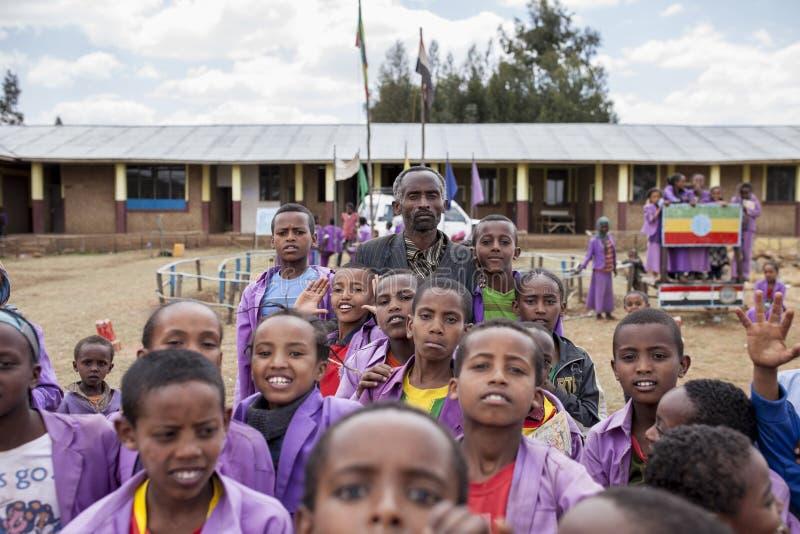 Rektor och studenter i Etiopien arkivbild