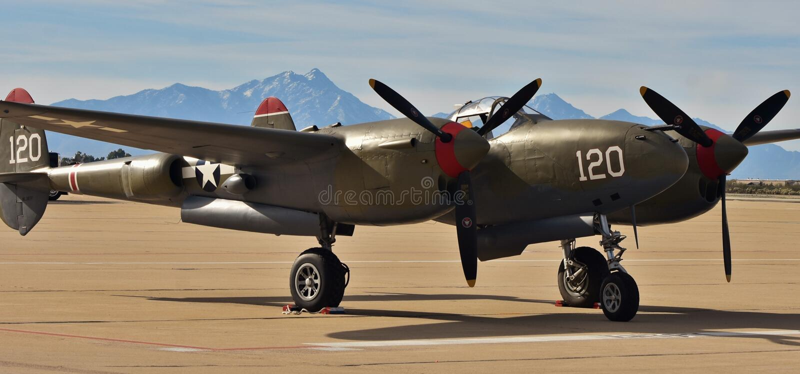 Relámpago de la Ii-era P-38 de la guerra mundial imágenes de archivo libres de regalías