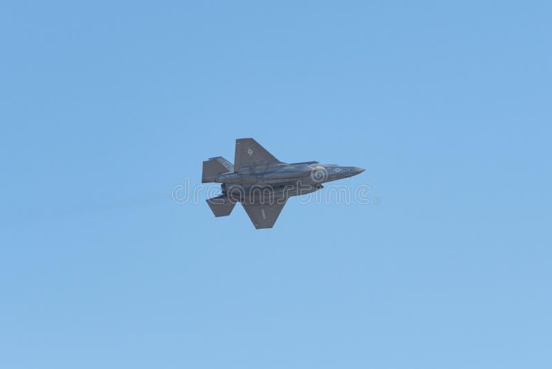 Relámpago los E.E.U.U. Marine Corps de Lockheed Martin F-35B que se realiza en el th fotografía de archivo libre de regalías