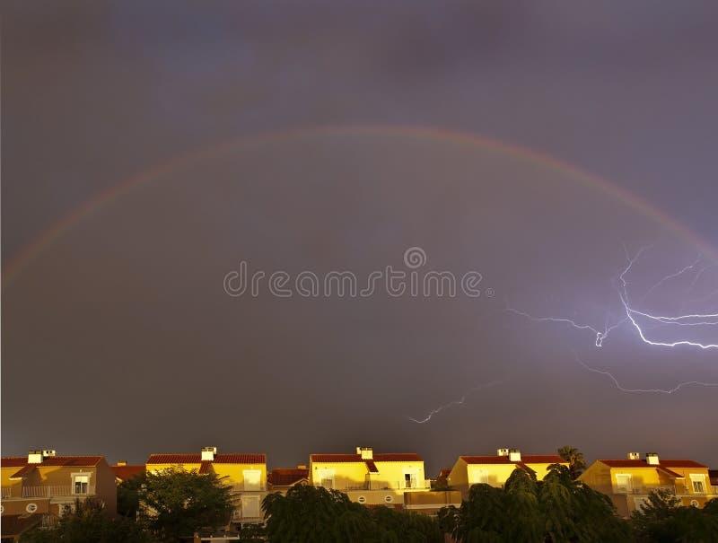 Relâmpago e arco-íris imagens de stock