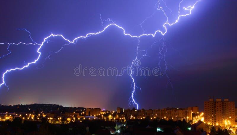 Relâmpago, tempestade da noite fotografia de stock