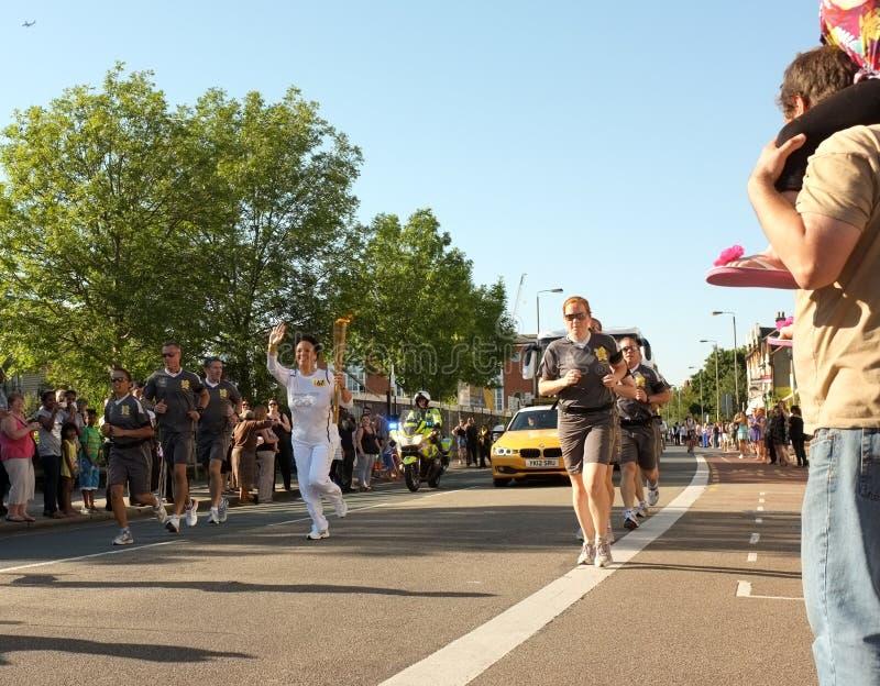 Relè olimpico 2012 della torcia immagini stock