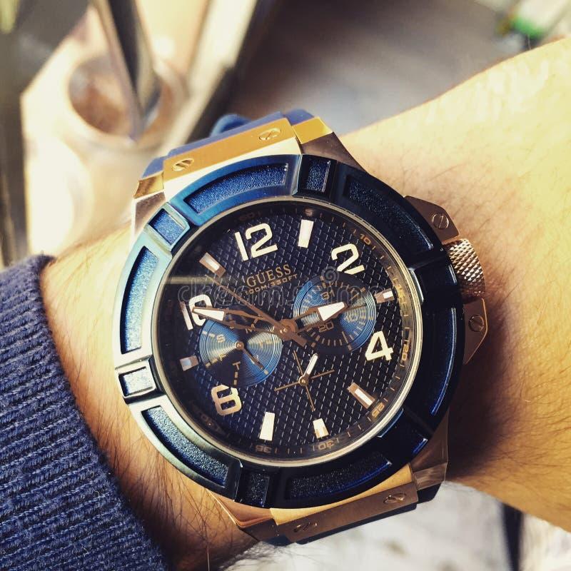 Relógio azul do ouro imagem de stock royalty free
