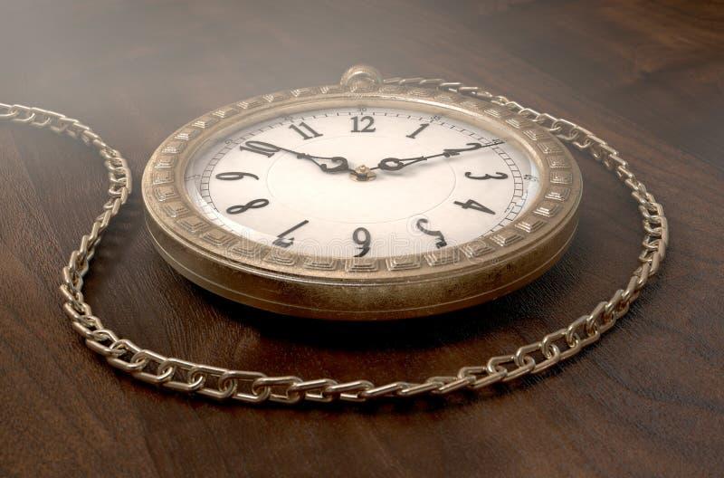 Relógio de bolso na corrente ilustração do vetor