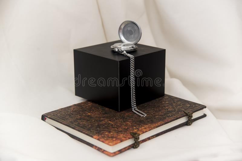 Relógio de bolso velho com o cromo chapeado imagem de stock