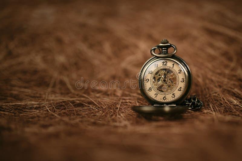 Relógio de bolso velho do vintage foto de stock royalty free