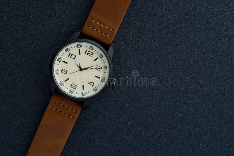 Relógio de homens luxuoso feito da cerâmica preta da alto-tecnologia fotos de stock