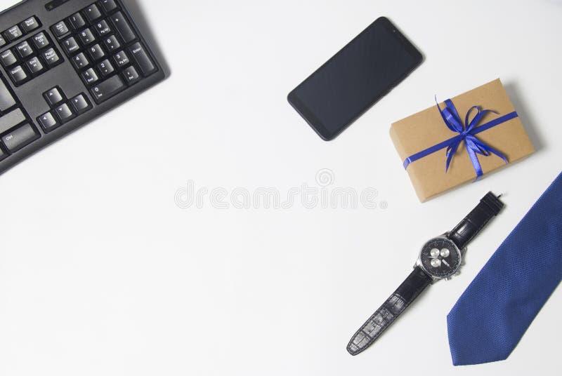 Relógio de pulso caro, borboleta clássica preta, botão de punho à moda, opinião superior clássica de couro de sapatas imagens de stock royalty free