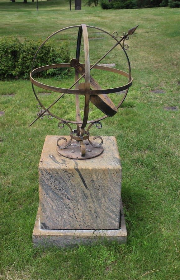 Relógio de sol da esfera Armillary da seta do ferro fotos de stock royalty free