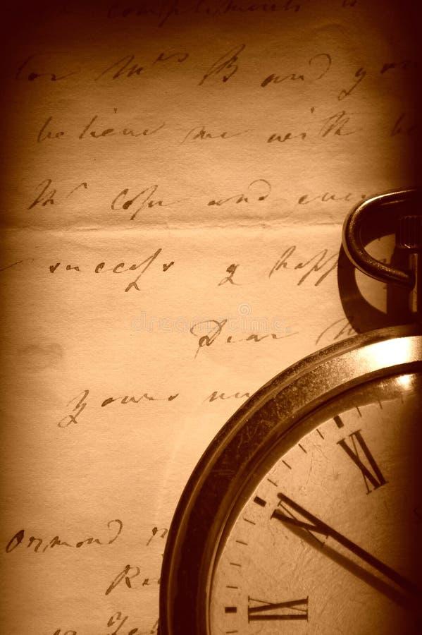 Relógio do vintage e letra velha fotografia de stock royalty free
