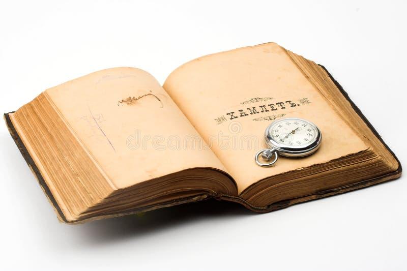 Relógio e livro fotografia de stock