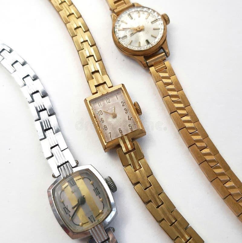 Relógio fêmea mecânico do vintage no fundo branco foto de stock royalty free