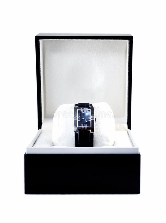 Relógio luxuoso na caixa negra imagem de stock