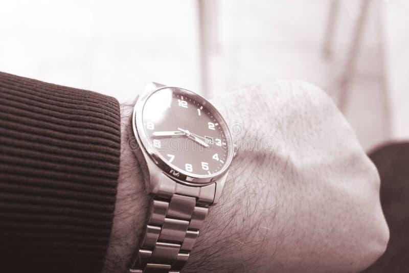 Relógios de pulso dos homens Relógios de homens disponível fotografia de stock
