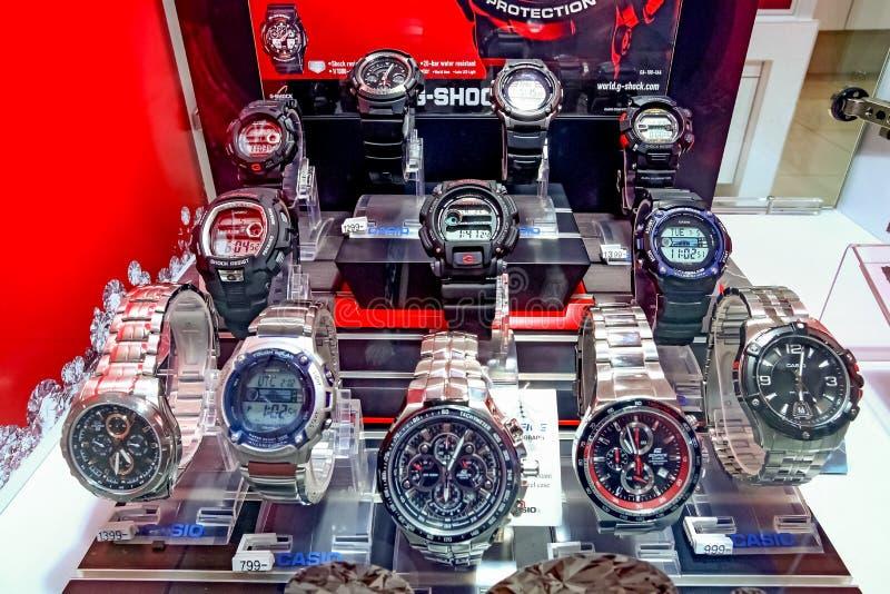 Relógios na exposição em uma loja de joia fotos de stock royalty free