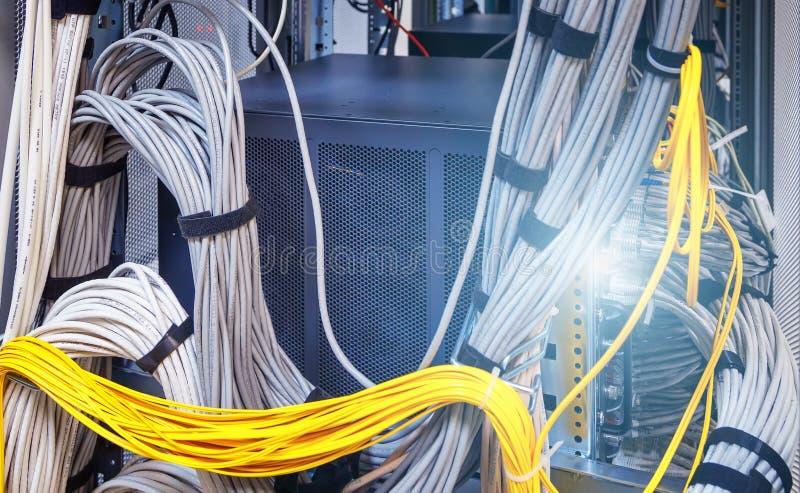 Relação do conector ótico da fibra Swich do canal da fibra Separa o computador em uma cremalheira no grande centro de dados tem u imagens de stock