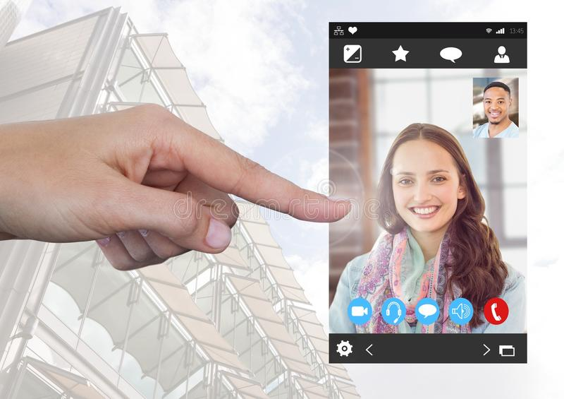 Relação video social tocante do App do bate-papo da mão fotos de stock royalty free