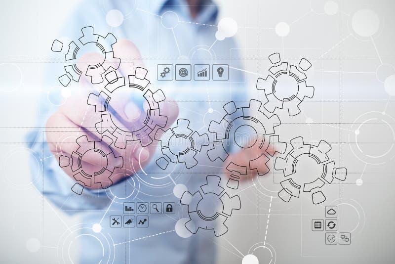 Relação virtual com engrenagens mecânicas Automatização e tecnologia para o recrutamento e o conceito da hora fotografia de stock